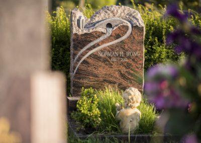 Aurora Granit mit Bildhauerornament