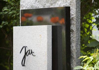 Dreiteiliger Grabstein, Steinwälder, Zimbabwe und Herschenberger Granit