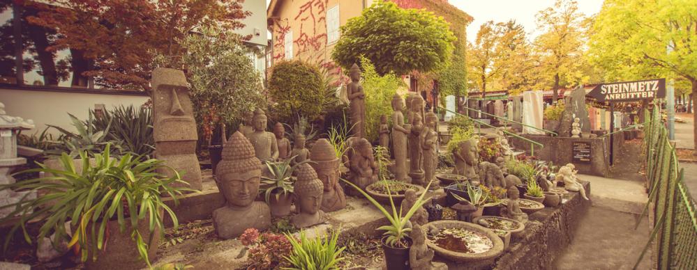 Der Göttergarten-Steinfiguren