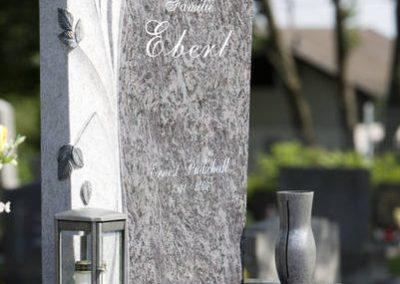 Orion Granit dunkel mit Bildhauerelement