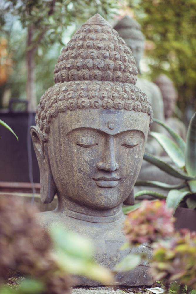 Der g ttergarten steinfiguren buddha figuren und garten figuren - Steinfiguren buddha garten ...